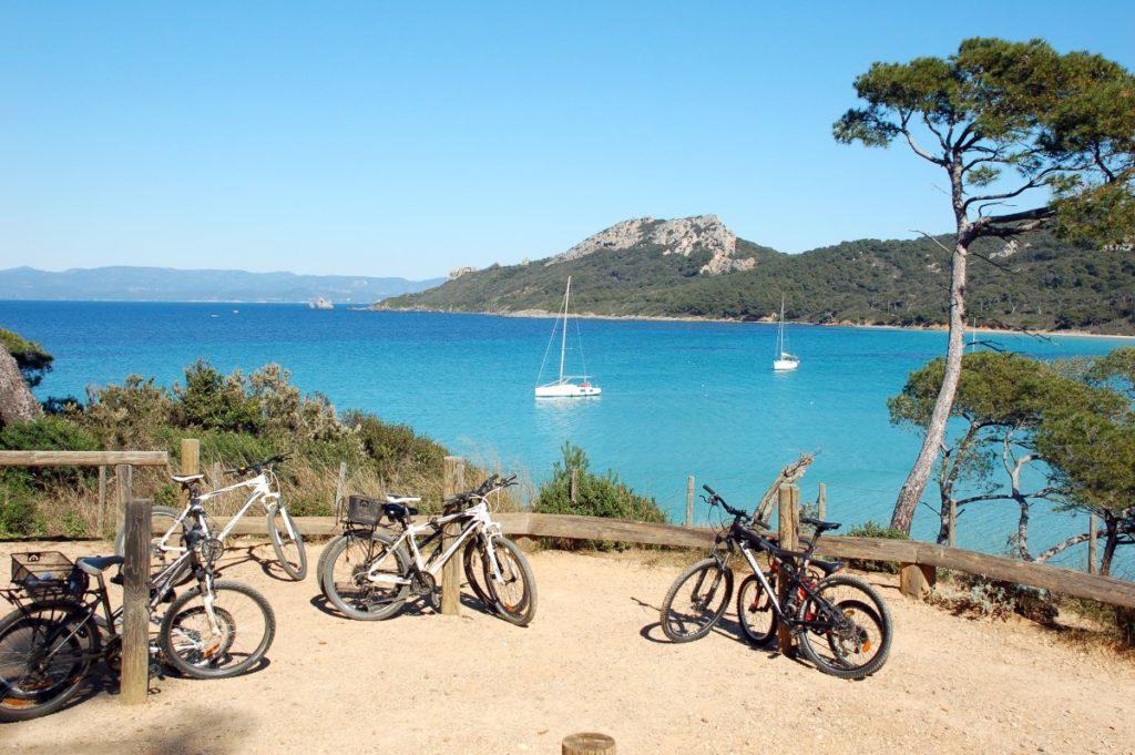 Ballade à vélos plages de Porquerolles par le Clos des Galéjades location appartement de vacances Porquerolles