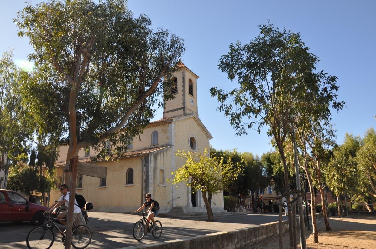 Porquerolles - Eglise - Centre village - A 2 pas du Clos des Galéjades - Résidence de location vacances