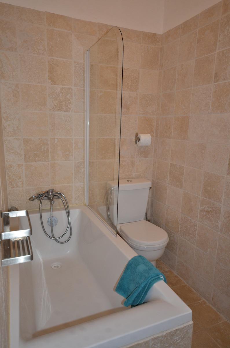 salle de bain studio à louer porquerolles