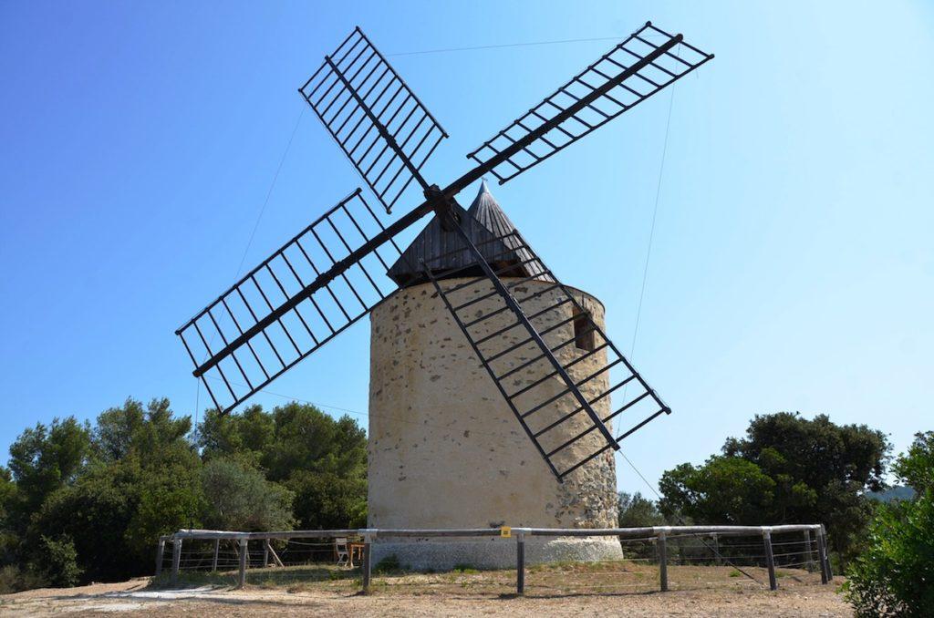 le moulin du bonheur porquerolles by le clos des galéjades location appartement